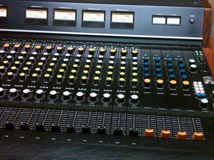 Model yamaha pm 1000 for Yamaha mixing boards